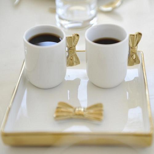 DUO TASSES A CAFÉ ET PLATEAU EN PORCELAINE
